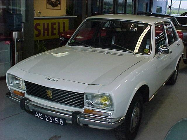 1953 Mercedes 220 www.classiccarsheusden.nl